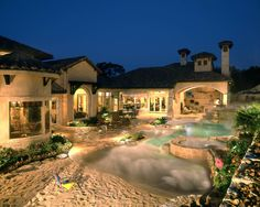 """Love the """"beach"""" leading to the pool"""
