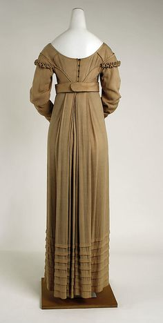 Haute Couture Victorian fashion dress gown from American 1810. #Historical #Costume made from silk. The use of ruffles gather in  sleeve and waist bodice with pleat fold at the skirt hem gaves this Empire dress an unusual surprisingly modern minimalistic sensibility. There is almost a monastic sense about it from its minimalism. The style, flatten at the front and solely gather from the bodice at the center back persisted until 1820s. #Hautecouture #Vintage #Victorian #Napoleon #Regency #Fashion