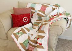 Super cute Christmas Spools Quilt free pattern on Moda Bake Shop blog.   @ModaFabrics