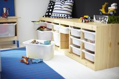 Functional and flexible, the TROFAST storage bench offers seating and plenty of storage for all the kids' toys. The removable bins allow them easy access to their toys while making clean-up easier.