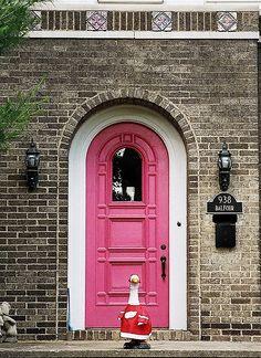 :) pink front door, i like it!