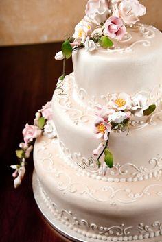 Wedding cake... Look at that scrolling!