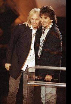 Dec. 9, 1992 George embraces Tom Petty as Tom presents George with the first ever Century Award at the Billboard Music Awards georg harrison, tom petty, tom petti, sweet georg, travel wilburi, georg forev, boysth beatl