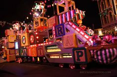 "christmas floats | Disneyland's ""A Christmas Fantasy"" Toy Factory Float 