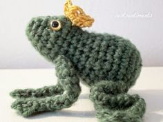 Frog Prince - Free Amigurumi Crochet Pattern Here: http://lostsentiments.blogspot.de/2014/09/free-amigurumi-frog-prince-pattern.html