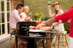 Wat is er leuker dan barbecueën? Wat dachten jullie van dit exemplaar? De QuickStart Go mobiele barbecue van barbecook.