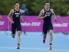 Britain's Jonathan Brownlee and Alistair Brownlee (R) compete in the men's triathlon final during the London 2012 Olympic Games at Hyde Park August 7, 2012.