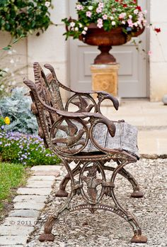 old iron bench & planter  // Great Gardens & Ideas  //
