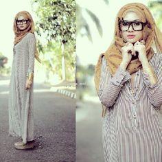 Long dress and glasses - Tres cool #chichhijab #hijabswag #hijabfashion