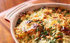 Penne com molho de queijo rápido e fácil de fazer. Assista ao vídeo com Lorraine Pascale.