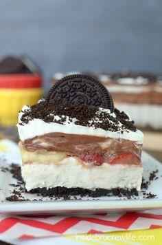 No Bake Banana Split Oreo Dessert - no bake banana cheesecake with  strawberries and chocolate pudding for a delicious banana split treat