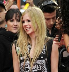 Avril Lavigne rocks stick straight strands