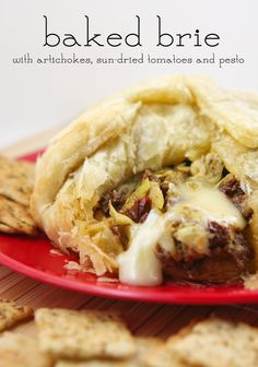 Baked Brie with artichokes, sun-dried tomatoes and pesto | pipandebby.com