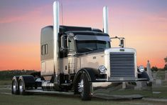 Custom Big Trucks | Custom Lowrider Peterbilt Truck 18wheelers Big Rigs