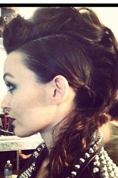 want to do my hair like this sometime :)