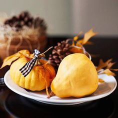 We love this Small #Pumpkin Plate Centerpiece. More ideas: http://www.bhg.com/thanksgiving/indoor-decorating/centerpiece-and-tabletop-decoration-ideas-fall/
