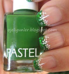 "Green & White Floral 'French' Nail Art ¸.•°*""˜˜""*°•."