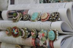 vintage books, ring display, diy crafts, jewelry displays, display idea, book pages, store displays, craft show displays, old books
