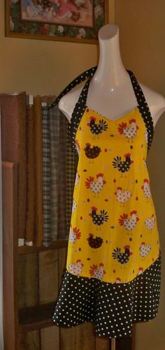 finally got my chicken apron finished!    http://nannasraggedys-n-prims.blogspot.com/