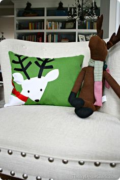 Christmas pillow from placemat by Thrifty Decor Chick