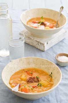 Judias con chorizo (White beans and chorizo stew).
