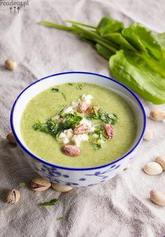 zupa szczawiowa z groszkiem i lubczykiem