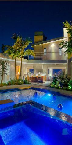 Love this pool scene.