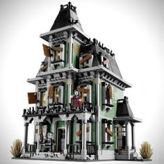 LEGO introduces their first ever official Haunted House Set for 2012 from the Monsters Fighters Collection.