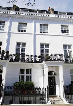 Stunning London homes need house sitters. Save $$$$'s and find FREE luxury accommodation in London during the Olympics 2012, caring for owner's pets and homes in return.