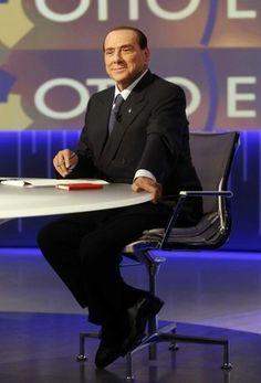 """Berlusconi in tv, il cuscino con il """"rinforzo"""" - Repubblica.it"""