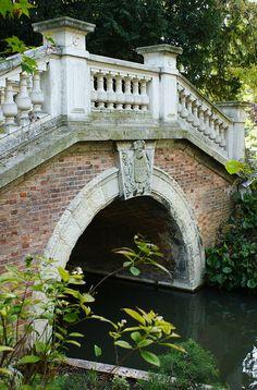 Garden bridge Parcel Monceau