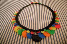 Manualidades con botones: precioso collar para niñas