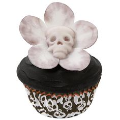 This gruesome gardener adds a fun touch to your Halloween bash. The fondant skull and flower get their sickly pallor with brushstrokes of Wilton's Color Dust. skulls, white flowers, idea, food, daisi cupcak, halloween cupcakes