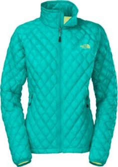 """i am always looking for a jacket that will keep me warm as well as not make me look like the stay puff marshmellow man! this jacket fits the bill. it is super warm and comfortable to wear and the lines are very flattering for all shapes and sizes."" Review of The North Face Women's Thermoball Full-Zip Jacket"