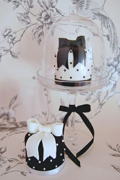 Gorgeous mini #Cakes! #Black with #White #Dots and #White with #Black #Dots! Cake gorgeousness! We love and had to share! Great #CakeDecorating!