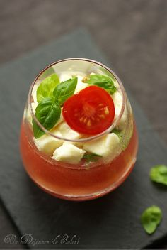 Eau de tomate, mozzarella et basilic ©Edda Onorato
