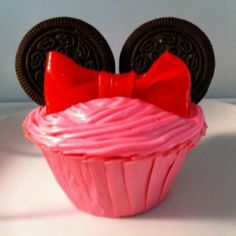 Easiest Minnie Mouse Cupcake Ever!!!!!! NO Fondant!!! It's a Fruit Roll Up Bow! I wish I had thought of this before my daughter's sixth birthday party! Darn!
