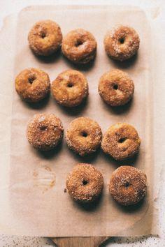 BAKED PUMPKIN CINNAMON SUGAR DONUTS // the baking bird