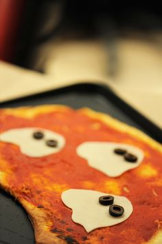 A seriously cute Halloween ghostie topped pizza. #food #cute #kids #party #pizza #Halloween #ghosts