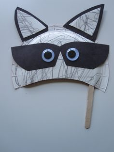 Raccoon Mask Craft - Now I MUST do a Raccoon storytime.  How cute is this?!