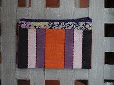 Porte Monnaie rayures multicolores et fleurs violettes par Fee Home, €9,00