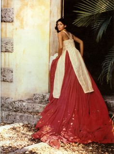 Beautiful custom eco-fashions from http://www.violetavillacorta.com