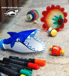 How FUN FUN FUN is this recycled craft from one of our favourite site Krokotak? Such a clever and fun use of an old plastic bottle and Kindersurprise capsule (I am sure you can find something else to make the…