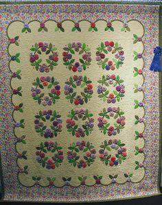 yo yo and applique quilt by Barbara Smith