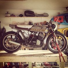 Yamaha RD400 cafe racer with bare metal bodywork and gold factory-style detail