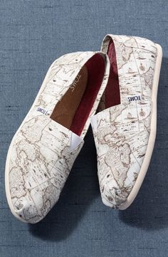 Love the map print on these TOMS!