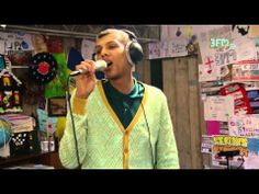 ▶ Stromae - 'Formidable' Live @ 3FM Serious Request 2013 - YouTube