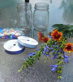 Adorable easy to make mason jar vase.