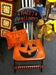 halloween craft booth | Found on rustychandelier.com