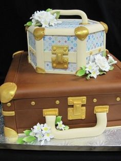 Top Luggage Cakes - Top Cakes - Cake Central Cake 13, Fashion Cakes, Luggag Cake, Top Luggag, Cake Idea, Gumpast Flower, Beauti, Case Cake, Lv Luggag